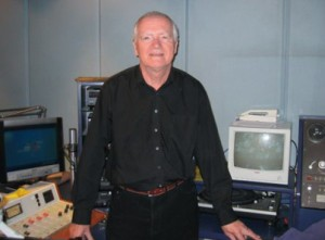 3ZZZ Esperanto Radio presenter Allen Bishop in the studio