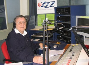 3ZZZ Esperanto Radio presenter Lászlớ Farkaś (Les) in the studio